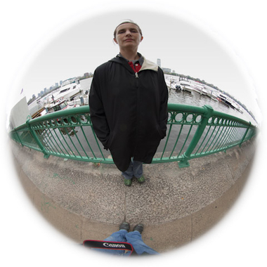 fisheye with horizon bent, foot in foto